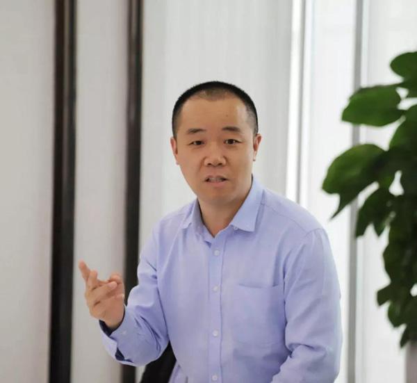 深圳市互联网学会秘书长梓炎发表讲话