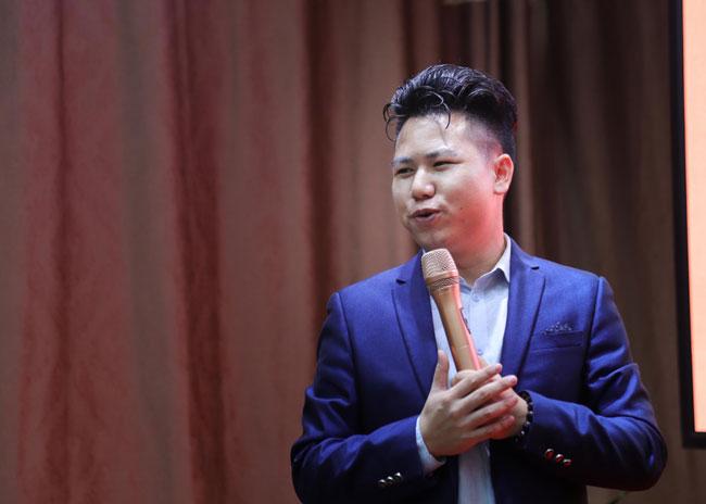 百业社群创始人、国家《全脑潜能开发师》高级讲师郭伟进